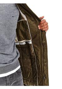 TOP SECRET - Kurtka ocieplana typu parka z tkaniny hydrofobowej. Kolor: zielony. Materiał: tkanina. Sezon: zima. Styl: klasyczny