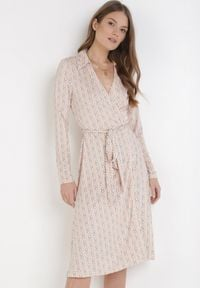 Born2be - Jasnoróżowa Sukienka Larigina. Kolor: różowy