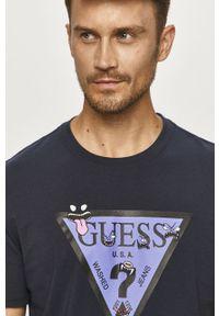 Niebieski t-shirt Guess Jeans z nadrukiem