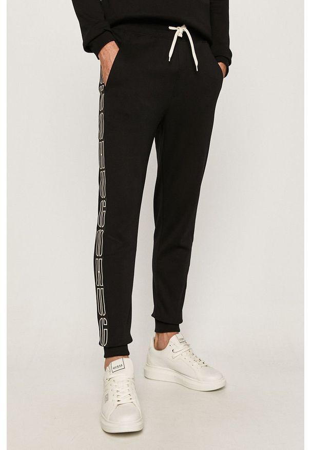 Czarne spodnie dresowe Hugo z aplikacjami