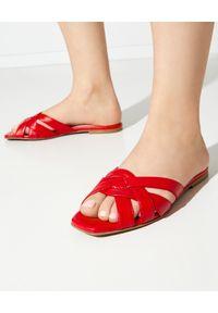PRETTY BALLERINAS - Czerwone klapki plecione. Okazja: na co dzień. Kolor: czerwony. Materiał: guma. Wzór: paski. Sezon: lato. Styl: casual