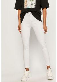 Białe jeansy ANSWEAR wakacyjne, w kolorowe wzory