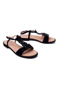 Czarne sandały Caprice na średnim obcasie, na obcasie