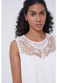 medicine - Medicine - Sukienka Essential. Okazja: na co dzień. Kolor: biały. Materiał: tkanina, koronka. Wzór: gładki. Typ sukienki: proste. Styl: casual
