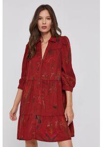 Desigual - Sukienka. Okazja: na co dzień. Kolor: czerwony. Materiał: tkanina, jedwab, materiał, lyocell. Typ sukienki: proste. Styl: casual