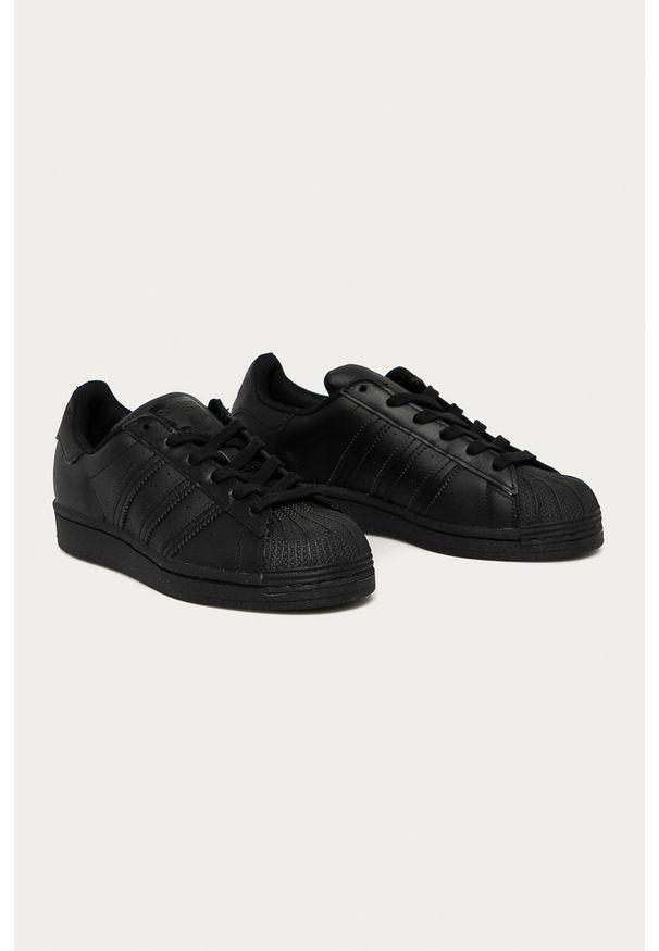 Czarne buty sportowe adidas Originals z okrągłym noskiem, na sznurówki