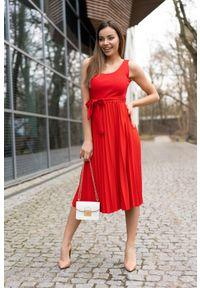 Merribel - Sukienka na Szerokich Ramiączkach z Plisowanym Dołem - Czerwona. Kolor: czerwony. Materiał: poliester, elastan. Długość rękawa: na ramiączkach