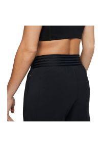 Spodnie damskie do biegania Nike Essential BV2898. Materiał: materiał, elastan, poliester. Technologia: Dri-Fit (Nike). Wzór: paski. Sport: fitness