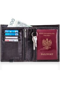 Solier - Skórzany portfel męski na paszport SOLIER SW07 ciemnobrązowy. Kolor: brązowy. Materiał: skóra