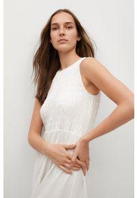 mango - Mango - Sukienka SANDI. Kolor: biały. Materiał: tkanina, bawełna. Długość rękawa: na ramiączkach. Wzór: gładki. Typ sukienki: rozkloszowane