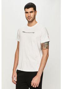 Guess - T-shirt. Okazja: na co dzień. Kolor: biały. Materiał: dzianina. Wzór: aplikacja. Styl: casual