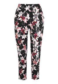 Czarne spodnie Cellbes w kwiaty, na co dzień