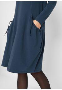 Sukienka oversize z kieszeniami, poszerzana dołem bonprix ciemnoniebieski. Kolor: niebieski. Długość rękawa: długi rękaw. Typ sukienki: oversize