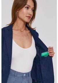 United Colors of Benetton - Marynarka. Okazja: na co dzień. Kolor: niebieski. Materiał: tkanina. Wzór: gładki. Styl: klasyczny, casual