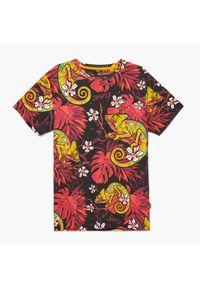 Cropp - Koszulka z nadrukiem all over - Bordowy. Kolor: czerwony. Wzór: nadruk