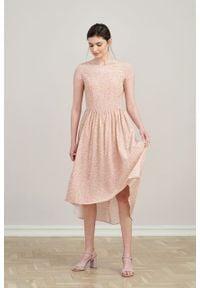 Marie Zélie - Sukienka Antea Vacanza pudroworóżowa. Materiał: wiskoza, materiał. Długość rękawa: krótki rękaw. Typ sukienki: asymetryczne