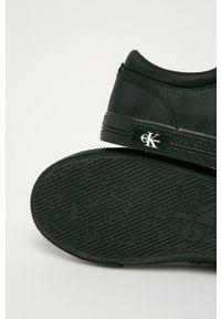 Czarne sneakersy Calvin Klein Jeans z okrągłym noskiem, z cholewką, na sznurówki
