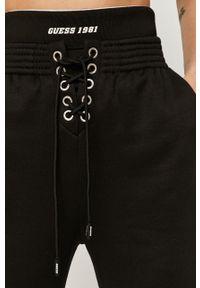 Czarne spodnie dresowe Guess Jeans
