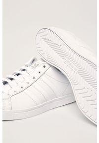 Białe sneakersy adidas Originals z cholewką, na sznurówki