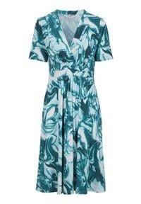Cellbes Dżersejowa sukienka z ozdobnymi zaszewkami we wzory female ze wzorem 54/56. Typ kołnierza: dekolt w serek. Materiał: jersey. Długość rękawa: krótki rękaw. Sezon: lato. Typ sukienki: kopertowe. Styl: elegancki