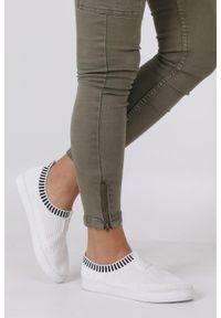 Casu - białe skarpetkowe buty sportowe casu xt-11. Kolor: biały. Materiał: materiał. Szerokość cholewki: normalna