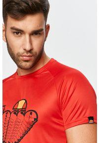 Czerwony t-shirt Ellesse casualowy, na co dzień, z okrągłym kołnierzem, z nadrukiem