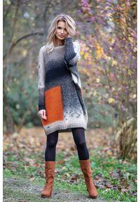 e-margeritka - Kolorowa sukienka swetrowa do kolan z wełną - Mocca, uni. Materiał: wełna. Wzór: kolorowy. Długość: midi
