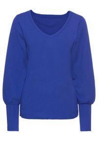 Sweter z balonowymi rękawami bonprix szafirowy. Kolor: niebieski. Materiał: ze splotem, dzianina. Wzór: ze splotem, gładki. Sezon: wiosna