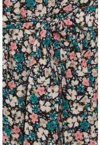 Vero Moda - Sukienka. Kolor: beżowy. Materiał: tkanina. Długość rękawa: długi rękaw. Typ sukienki: rozkloszowane