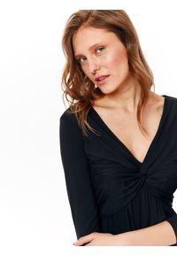 Czarna sukienka TOP SECRET na lato, z długim rękawem, w kolorowe wzory