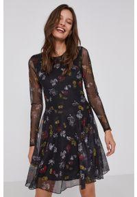 Desigual - Sukienka x Disney. Kolor: czarny. Materiał: tkanina. Długość rękawa: długi rękaw. Wzór: motyw z bajki. Typ sukienki: rozkloszowane
