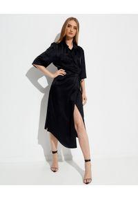 NANUSHKA - Czarna satynowa sukienka midi Lais. Kolor: czarny. Materiał: satyna. Typ sukienki: proste, asymetryczne. Długość: midi
