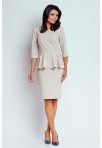 Nommo - Beżowa Wizytowa Sukienka Mini z Baskinką. Kolor: beżowy. Materiał: poliester, wiskoza. Typ sukienki: baskinki. Styl: wizytowy. Długość: mini
