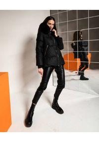 FLO&CLO - Czarna kurtka puchowa Karim. Typ kołnierza: kaptur. Kolor: czarny. Materiał: puch. Długość rękawa: długi rękaw. Długość: długie. Sezon: lato