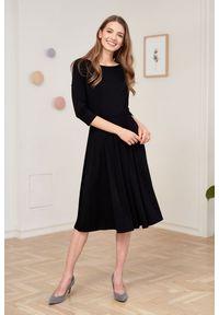 Marie Zélie - Sukienka Emelina czarna 40 czarny. Kolor: czarny. Materiał: guma, dzianina, materiał, wiskoza, elastan. Styl: klasyczny. Długość: midi