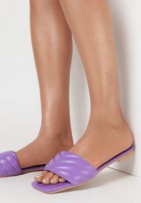 Born2be - Liliowe Klapki Nephosise. Nosek buta: otwarty. Kolor: fioletowy. Wzór: jednolity. Sezon: lato. Obcas: na obcasie. Wysokość obcasa: niski