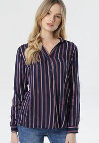 Born2be - Granatowa Koszula Fineborn. Kolor: niebieski. Materiał: jeans. Długość rękawa: długi rękaw. Długość: długie. Wzór: paski. Styl: klasyczny, elegancki