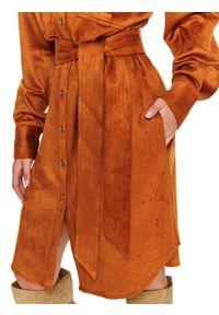 TOP SECRET - Koszulowa sukienka mini z kieszeniami. Kolor: żółty. Materiał: materiał. Sezon: zima. Typ sukienki: koszulowe. Długość: mini