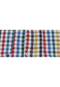 TOP SECRET - Koszula w kratkę dopasowana. Okazja: na co dzień. Długość rękawa: krótki rękaw. Długość: krótkie. Wzór: kratka. Sezon: wiosna, lato. Styl: casual