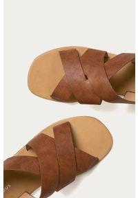 Brązowe sandały Glamorous bez obcasa, na klamry