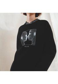 Cropp - Bluza z kontrastowym nadrukiem - Czarny. Kolor: czarny. Wzór: nadruk