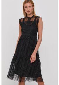 Jacqueline de Yong - Sukienka. Kolor: czarny. Materiał: koronka, materiał. Typ sukienki: rozkloszowane