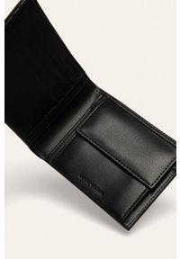 Emporio Armani - Portfel. Kolor: czarny. Materiał: materiał. Wzór: gładki