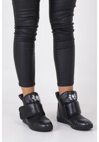 Czarne buty sportowe Casu na rzepy, z cholewką, w kolorowe wzory