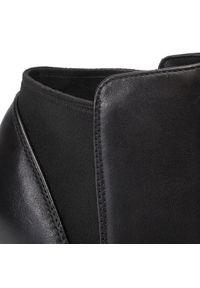 Clarks - Botki CLARKS - Laina Violet 261394874 Black Leather. Okazja: na co dzień. Kolor: czarny. Materiał: skóra. Szerokość cholewki: normalna. Sezon: jesień, zima. Obcas: na obcasie. Styl: casual. Wysokość obcasa: średni