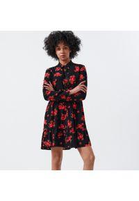 Czerwona sukienka Cropp koszulowa, w kwiaty