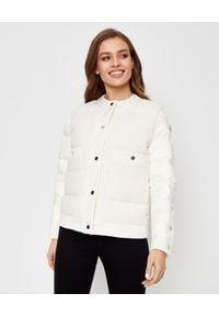 MONCLER - Biała kurtka Miram. Kolor: biały. Materiał: materiał, puch. Wzór: aplikacja. Styl: elegancki