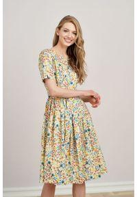 Marie Zélie - Sukienka Elina Herrea kremowa. Kolor: kremowy. Materiał: bawełna, materiał. Długość rękawa: krótki rękaw. Typ sukienki: rozkloszowane. Styl: klasyczny