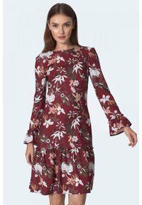 Nife - Bordowa trapezowa sukienka z falbaną w kwiaty. Okazja: do pracy. Kolor: czerwony. Materiał: skóra. Wzór: kwiaty. Typ sukienki: trapezowe
