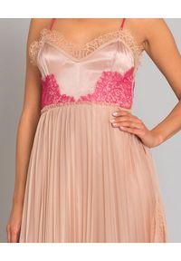 Pinko - PINKO - Sukienka Seminare. Kolor: wielokolorowy, fioletowy, różowy. Materiał: satyna, koronka. Długość rękawa: na ramiączkach. Wzór: aplikacja, koronka. Typ sukienki: plisowane. Styl: wizytowy. Długość: midi